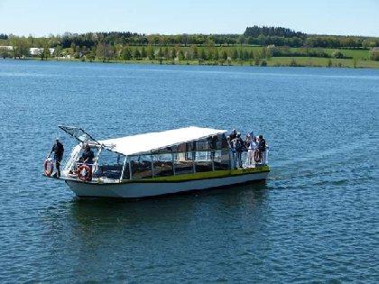 Bateau-promenade Le Papillon Jaune sur le lac de Pareloup, OFFICE DE TOURISME DE PARELOUP LEVEZOU