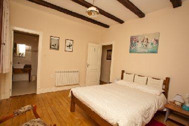 Chambre n°1 la Porte Valette, OFFICE DE TOURISME DU CANTON D'ENTRAYGUES SUR TRUYERE