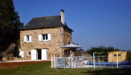 la maison et la piscine, OFFICE DE TOURISME REGIONAL DE VILLEFRANCHE DE ROUERGUE