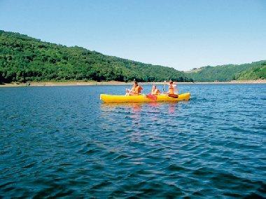 Locations de canoës au Lac de Sarrans, Camping La Source