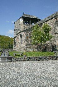 L'église de Brommat et sa place, Office de Tourisme de Mur-de-Barrez