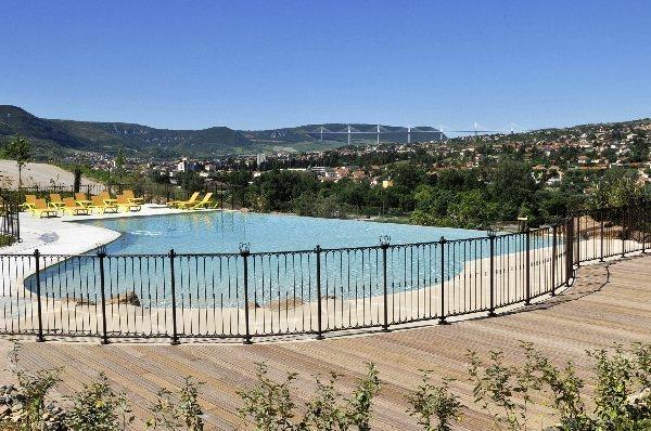 Domaine saint est ve tourisme aveyron for Piscine st esteve