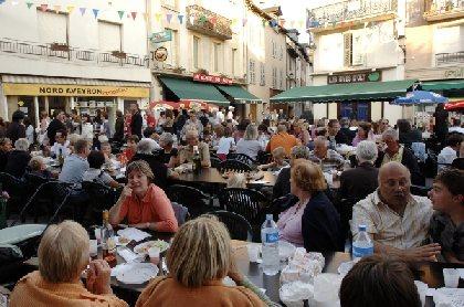 Marché nocturne, bal et feu d'artifice à St Geniez d'Olt