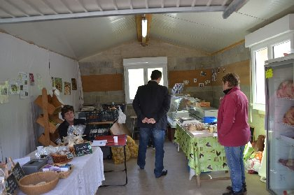 Petit marché fermier du vendredi après-midi à St Laurent d'Olt