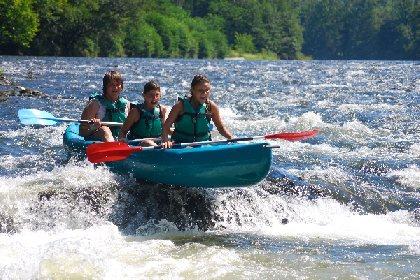 Descentes accompagnées en raft, canoë ou Kayak pendant les vacances scolaires sur réservation uniquement