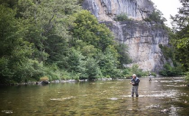 Pêche dans la vallée de la Dourbie, OFFICE DE TOURISME LARZAC VALLEES - CP Greg Alric