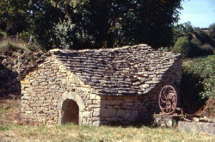 Fontaine de St Urbain, OFFICE DE TOURISME INTERCANTONAL SAINT GENIEZ  / CAMPAGNAC