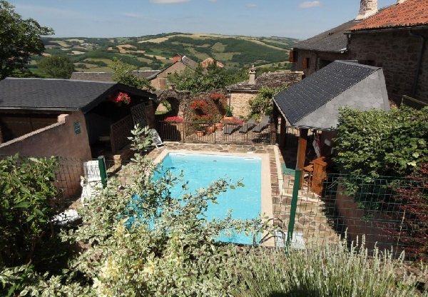 Martine norest gh15 tourisme aveyron for Club piscine laval autoroute 15