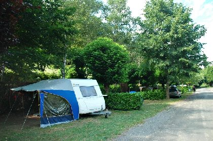 Camping municipal La Chantellerie - Emplacements ombragés, OFFICE DE TOURISME DU CANTON D'ESTAING