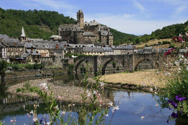 D couverte du village d 39 estaing estaing patrimoine tourisme aveyron - Office de tourisme aveyron ...
