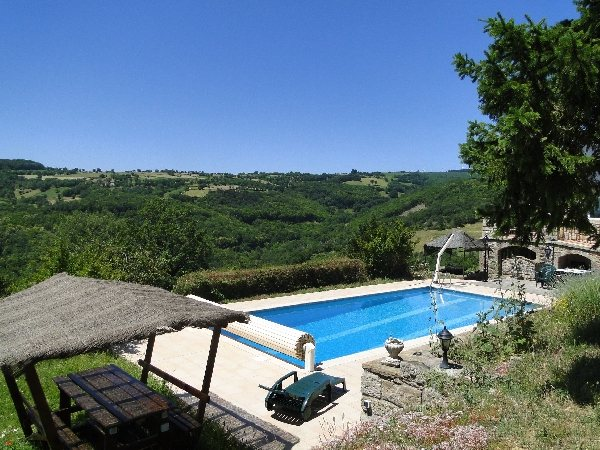 Francine ferrand g te du bort ayg7002 tourisme aveyron - Location aveyron piscine ...