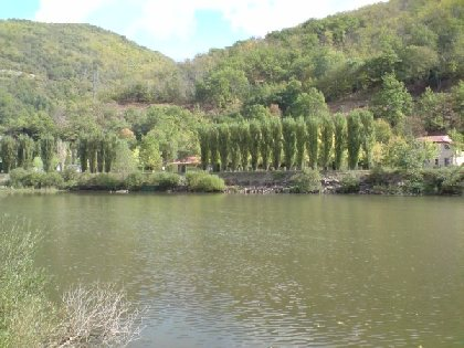 Installé en bordure de rivière, profitez d'un cadre reposant, SYNDICAT D'INITIATIVE DES RASPES DU TARN