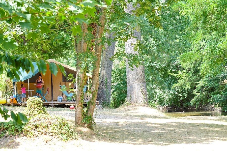 camping huttopia millau millau camping tourisme aveyron. Black Bedroom Furniture Sets. Home Design Ideas