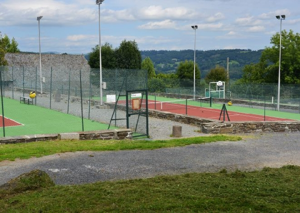 Courts de tennis à Pleau