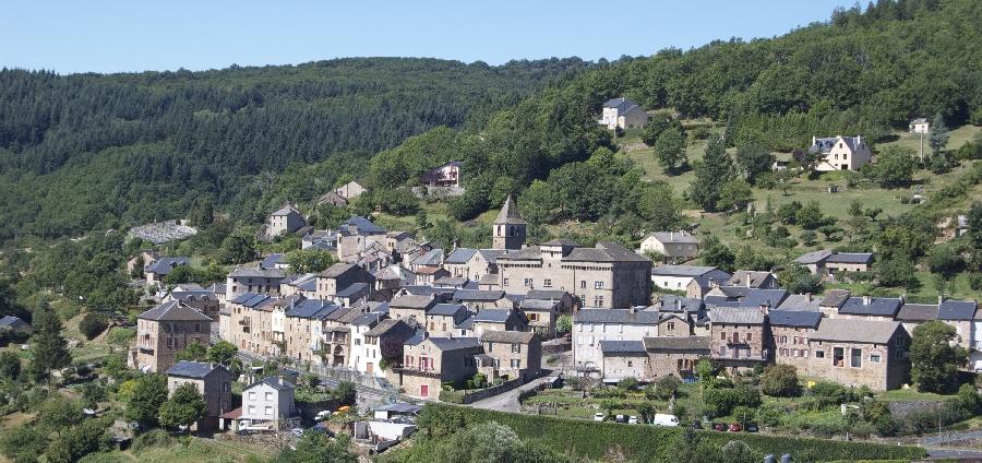 Vue du village de Saint-Beauzély