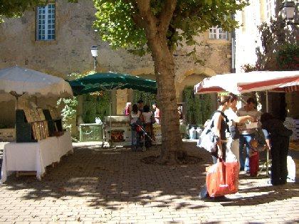 Marché des Producteurs de Pays et marché traditionnel du mercredi matin à St Geniez