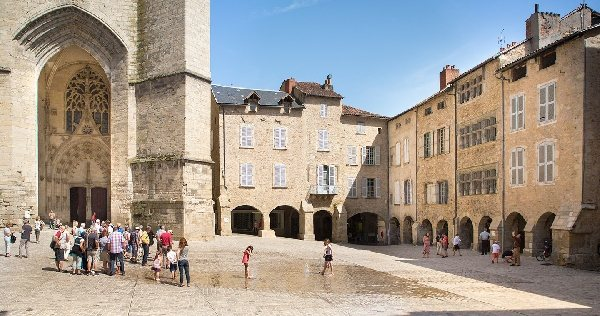 Place notre dame fontaine et carillon villefranche de rouergue patrimoine tourisme aveyron - Office de tourisme villefranche de rouergue ...