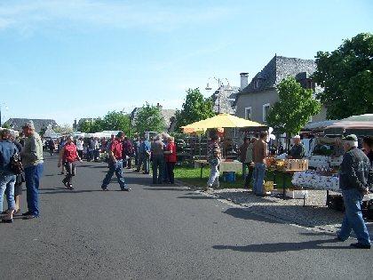 Petit marché de pays à Thérondels