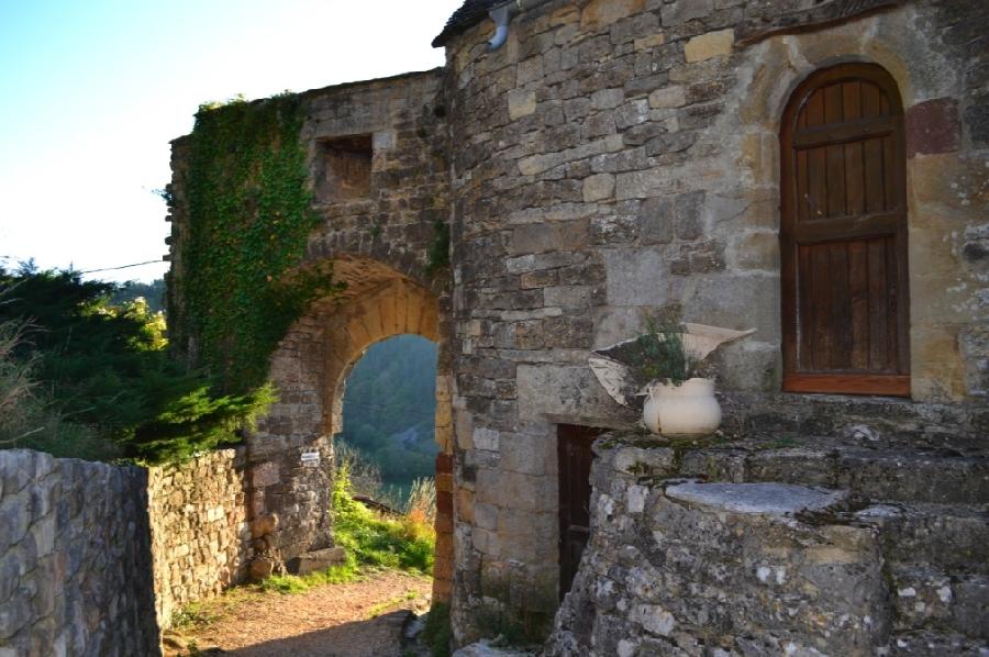 Randonnées pédestres au départ de St Saturnin de Lenne