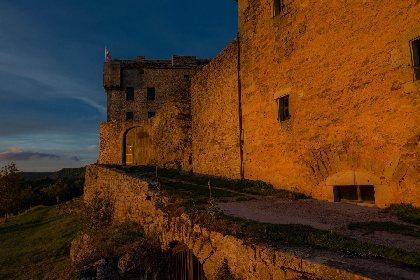 Petit meurtre entre amis au chateau de Montaigut, OFFICE DE TOURISME DU ROUGIER DE CAMARES