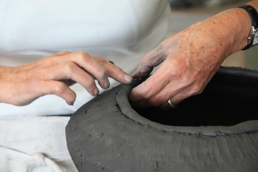 Stage à la poterie du don Master class: enrichir vos décors avec Sylvie Delphaut