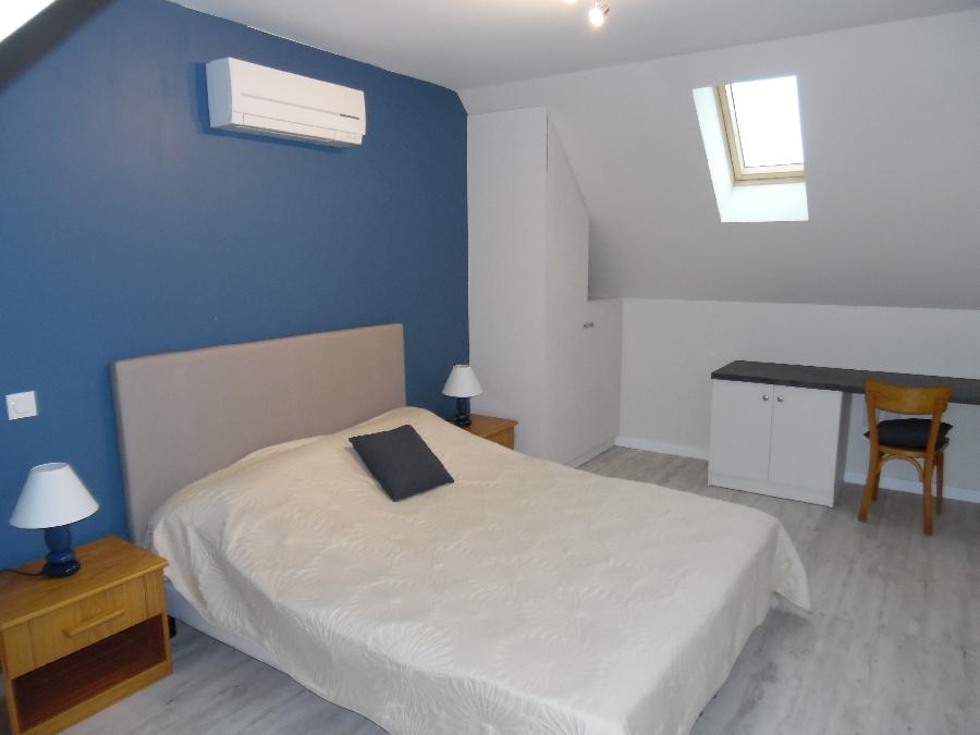 Chambre avec lit en 160 et possibilité lit supplémentaire en 90