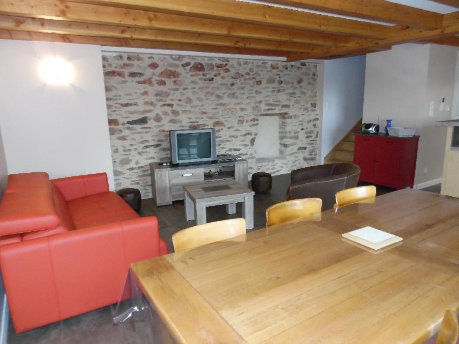La pièce à vivre avec canapé lit 2 places en 140