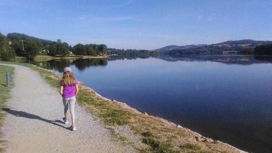 Sentier du tour du lac villefranche de panat tourisme aveyron - Office du tourisme villefranche ...