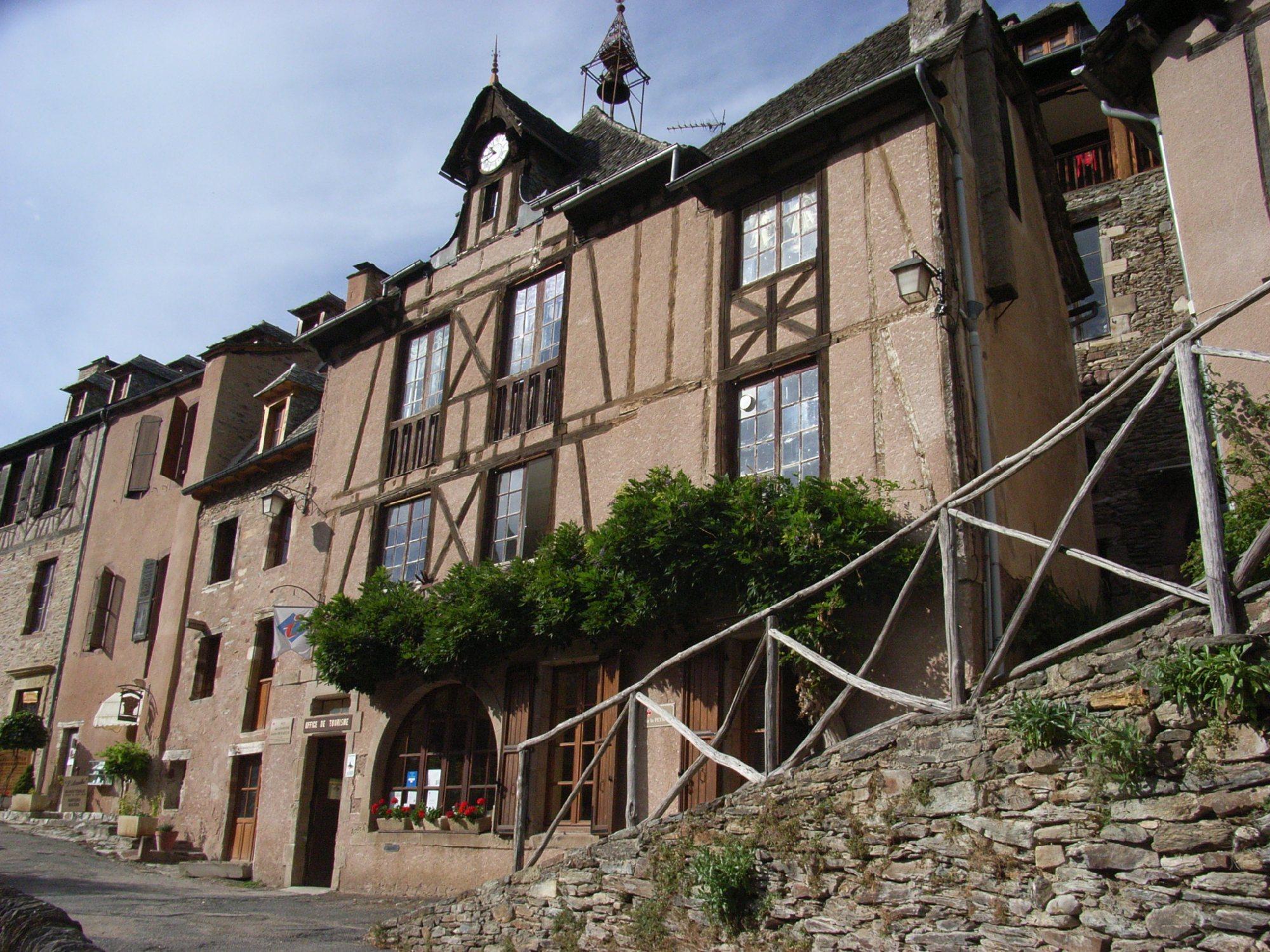 Conques visite guid e le village m di val tourisme aveyron - Office de tourisme aveyron ...