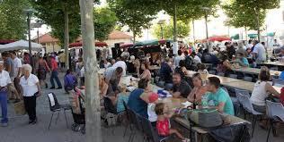 Marché nocturne des Fermiers de l'Aveyron à Sévérac-le-Château le 13 juillet
